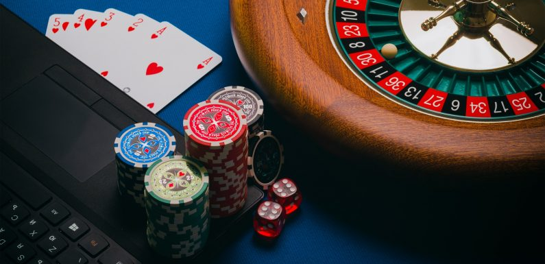 What is the worst starting hand in Texas Hold'em?